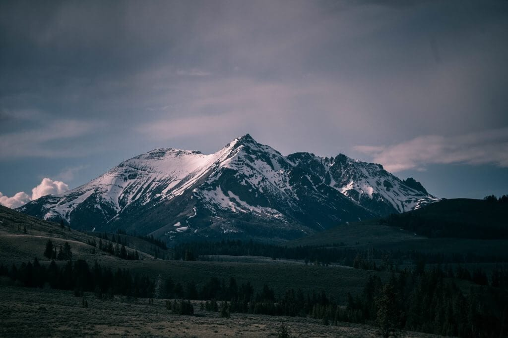rocky-mountains-1082207_1920
