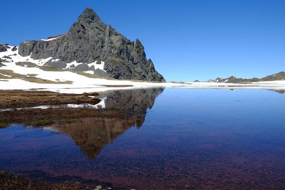 pyrenees lake